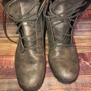 WOMENS SIZE 9 COMBAT BOOTS